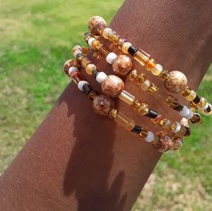 Jewelry - Orange brown beaded bracelet